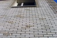 Фото вставок рваного кирпича в кирпичную стену, скала кирпич облицовочный СЕРЫЙ