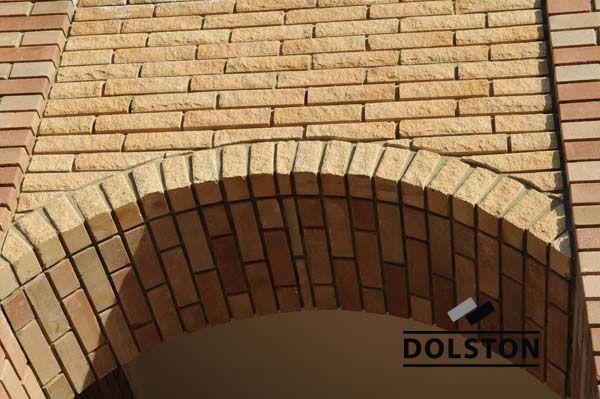 Фото арки из рваного кирпича скала кирпич облицовочный СОЛОМА