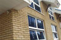 Фото отделки окна рваным кирпичом
