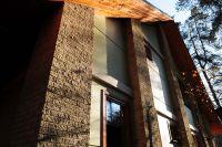 Фото дома из цокольного кирпича (американка), цокольный фасадный кирпич ЖЕЛТО-СЕРЫЙ