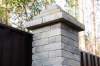 Фото столба из цокольного кирпича (американка), цокольный фасадный кирпич ЖЕЛТО-СЕРЫЙ