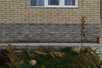 Фото цоколя из рваного кирпича, скала кирпич облицовочный ЧЕРНО-СЕРЫЙ