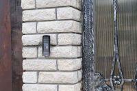 Фото столба из рваного кирпича, скала кирпич облицовочный СЕРЫЙ
