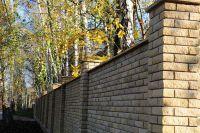 Фото столба из рваного кирпича, скала кирпич облицовочный ЖЕЛТО-ЗЕЛЕНЫЙ