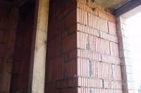 Пример строительства стены с облицовкой рваным кирпичом, скала кирпич облицовочный ЖЕЛТО-ЗЕЛЕНЫЙ
