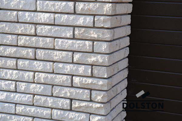 Фото дома из цокольного кирпича (американка) цокольный кирпич облицовочный БЕЖЕВЫЙ