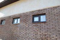 Фото отделки окна рваным кирпичом, скала кирпич облицовочный ТЕРРАКОТ