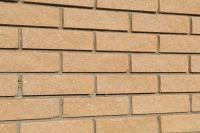 Пример кирпичной кладки, цокольный облицовочный кирпич СОЛОМЕННЫЙ