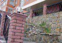 Фото столба из цокольного кирпича (американка), цокольный кирпич облицовочный ВИШНЕВЫЙ