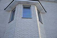 Фото эркера  из облицовочной плитки под кирпич, плитка фасадная БЕЛАЯ