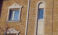 Фото отделки окна рваным кирпичом, скала кирпич облицовочный ЖЕЛТО-ЗЕЛЕНЫЙ
