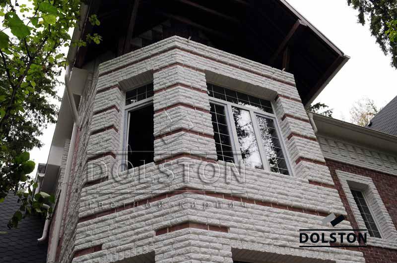 Фото дома из рваного кирпича скала кирпич облицовочный БЕЛЫЙ