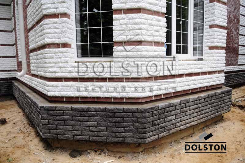 Цоколь дома из кирпича завода Долстон