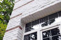 Фото отделки окна рваным кирпичом, скала кирпич облицовочный БЕЛЫЙ