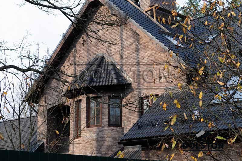 Кирпичный дом из коричневого баварского кирпича