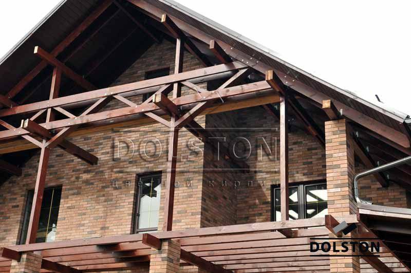 Коричневый кирпичный дом баварка