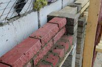 Пример строительства стены с облицовкой рваным кирпичом, скала облицовочный кирпич ВИШНЕВЫЙ