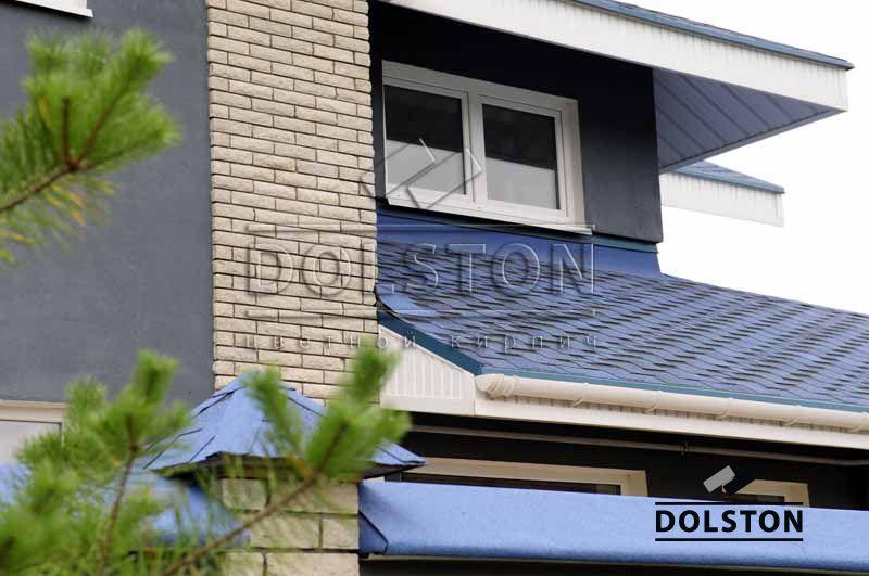 Фото дома из рваного кирпича скала кирпич облицовочный СЕРЫЙ